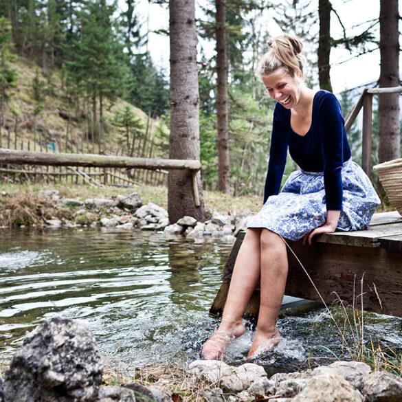FINESSE, Travel, Magazin, Reisen, Bio Hotels, Bach, Füße, Frau, Gewissenhaftes reisen