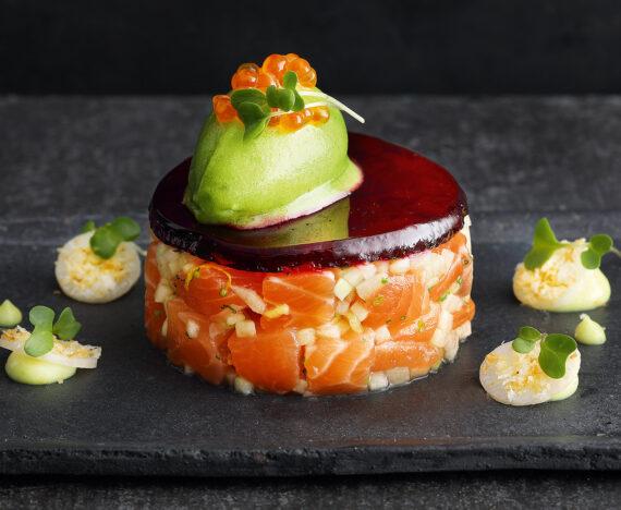 FINESSE, Gourmet, Food, Magazin, Rezepte, Fisch, Lachsforellentatar, Rote Bete, Apfel, Borretsch, Sorbet