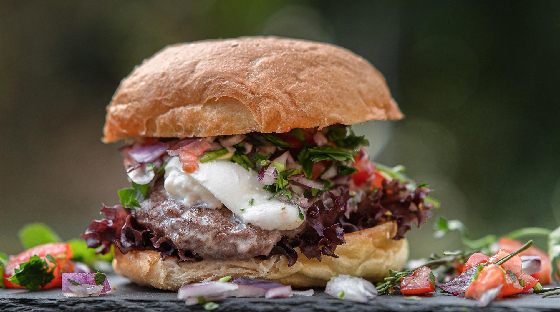FINESSE, Food, Gourmet, Rezepte, Magazin, Büffel Bill, Fleisch, Mozzarella, Burger