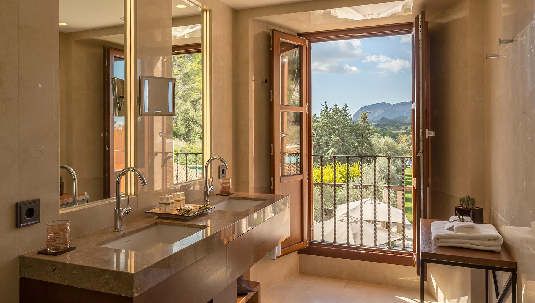 FINESSE, Magazin, Travel, Gourmet, Food, Mallorca, Hotel, Castell Son Claret, Luxusurlaub, Luxusrefugium, Deluxe Doppelzimmer, Badezimmer