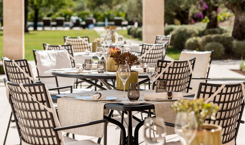 FINESSE, Magazin, Travel, Gourmet, Food, Mallorca, Hotel, Castell Son Claret, Luxusurlaub, Luxusrefugium, Olivera, Restaurant, Terasse