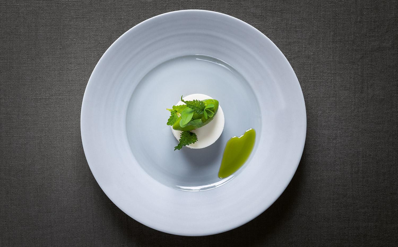 FINESSE, Magazin, Food, Rezepte, Food, Gourmet, Backen, Andreas Caminada, Pure Freude, Quarkschnitte, Sauerampfer